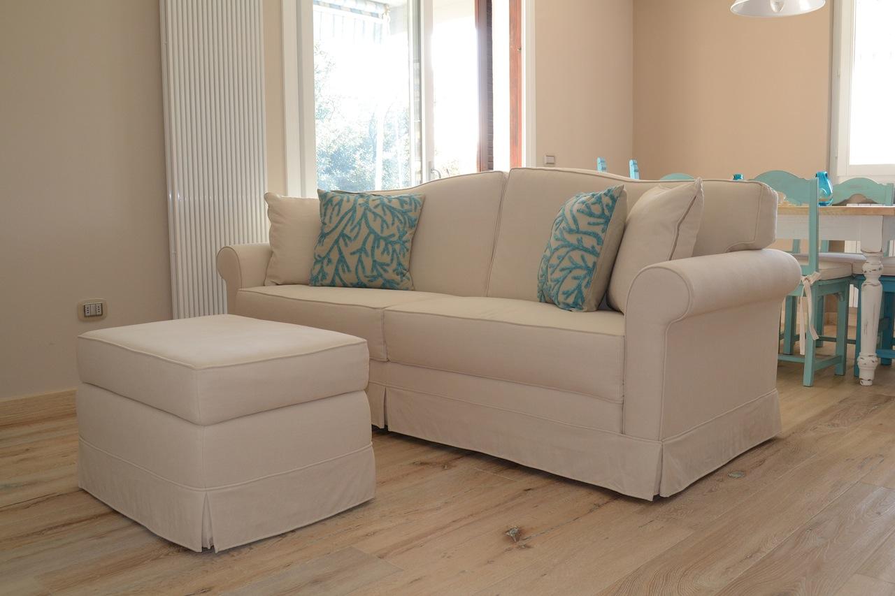 Casa GL - Soggiorno con pavimentazione in legno, divani e pareti con colore ton sur ton - Tommaso Vecci