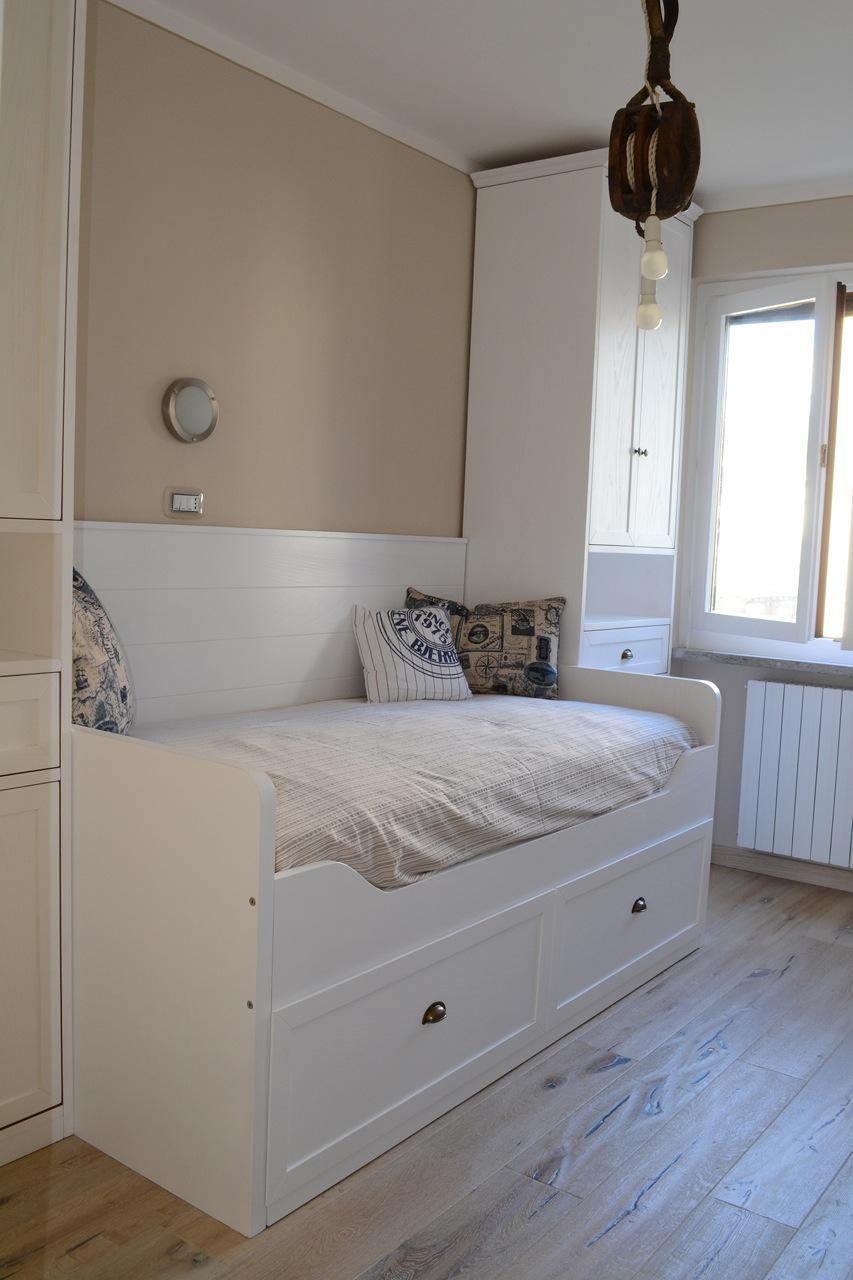 Casa GL - Camera in stile marina con letto a scomparsa e armadio su misura - Tommaso Vecci