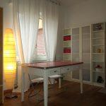 Casa C - Zona pranzo con pavimentazione in legno e tavolo vintage - Tommaso Vecci