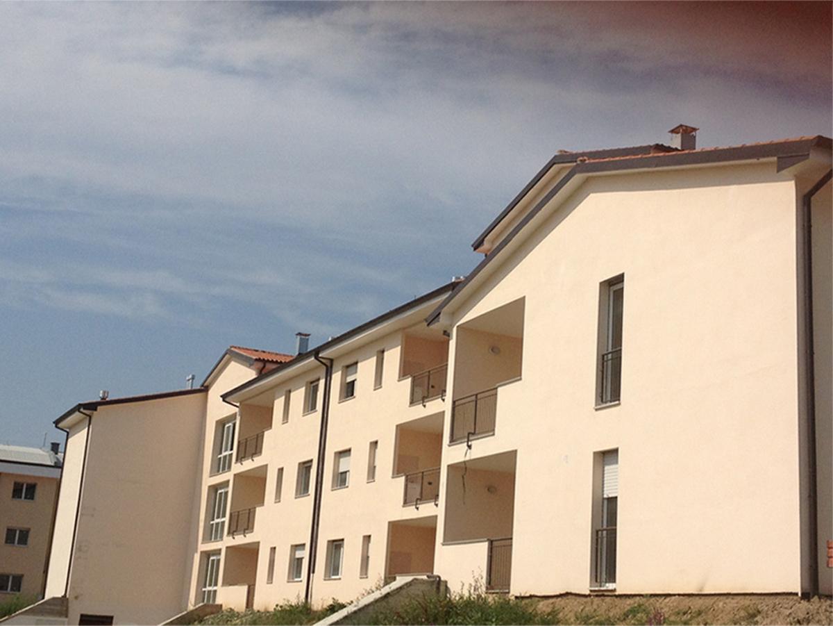 ERP Lucca - Prospetto est: vista dell'intervento realizzato - Tommaso Vecci