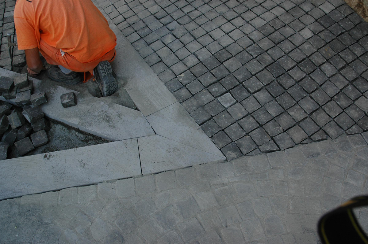 Vicolo dell'Archetto, dettaglio della posa della pavimentazione - Tommaso Vecci