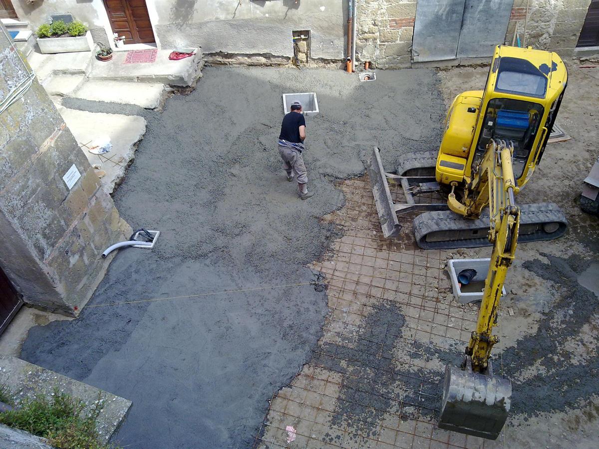 Via di Pianiano, realizzazione del sottofondo della nuova pavimentazione - Tommaso Vecci