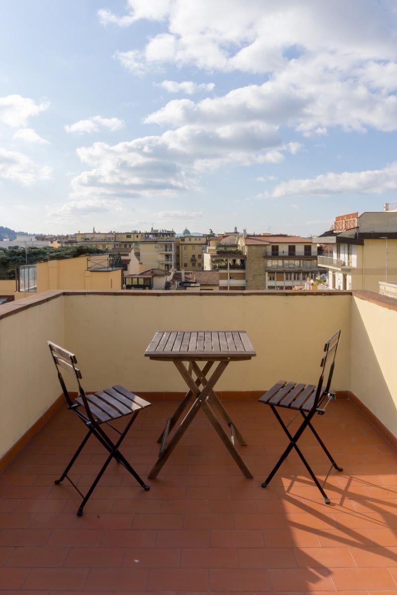 Casa AJ - Dettaglio della terrazza con vista sulla città - Tommaso Vecci